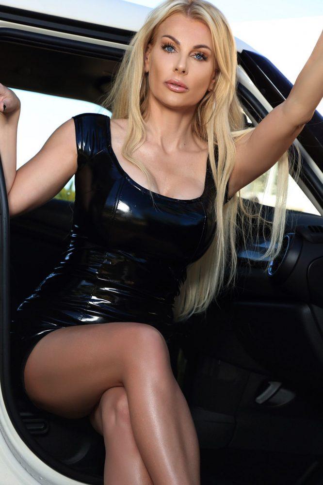 Blonde Goddess Vernice