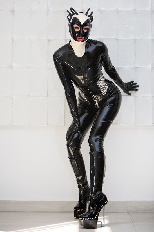 Catsuit en hoge laarzen - Alice MissWow