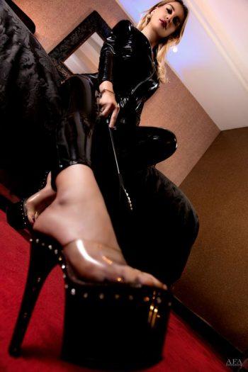 Voetfetish in BDSM met Kinkygirl Alesia