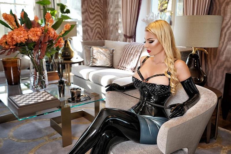 Domina Vernice - Blonde Top Meestees in latex