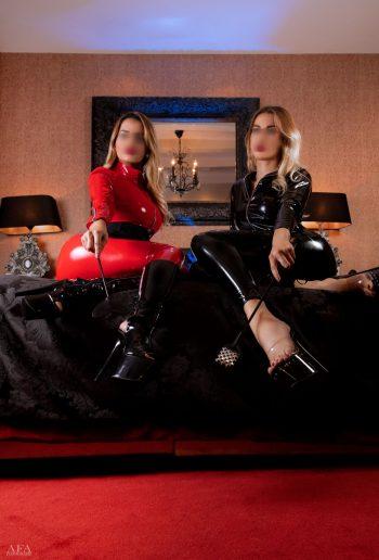 Twee bloedmooie blondines