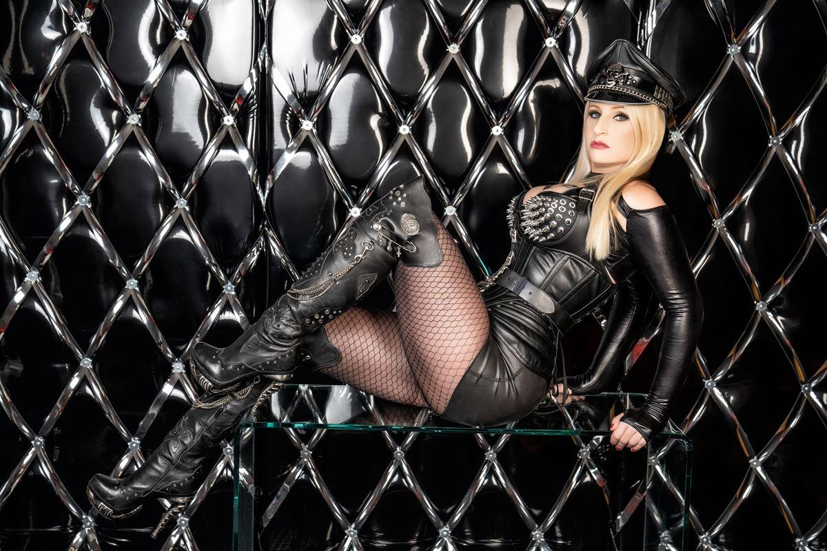 Mistress Kelly Kalashnik